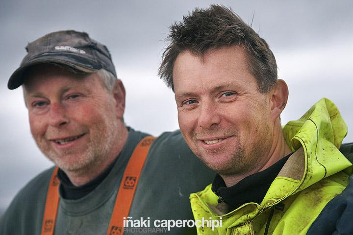 Pescadores en el puerto de Husavik