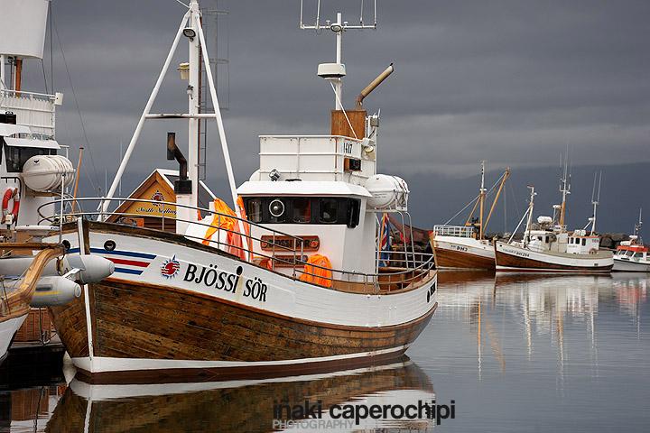 Barcos en el puerto pesquero