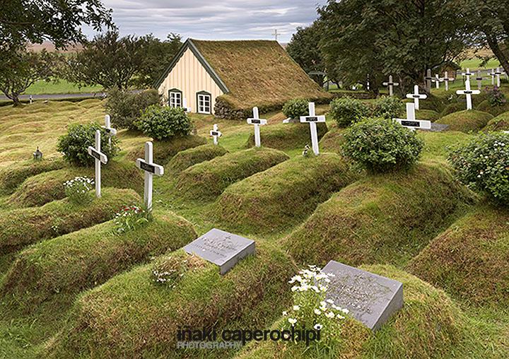 Iglesia de tejado de hierba de Hof