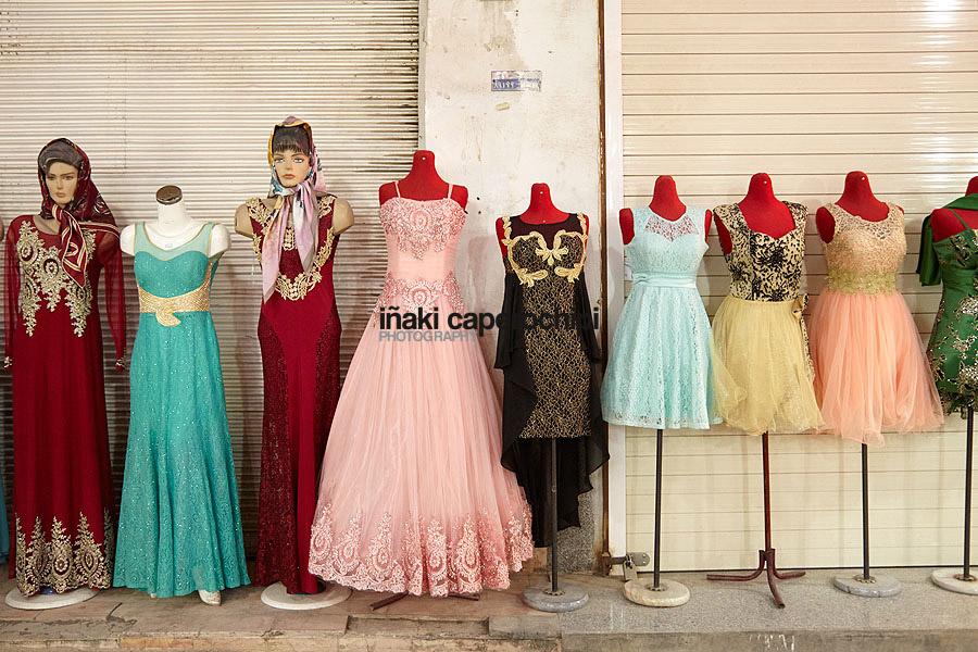 Maniquies con ropa, Yazd, Iran